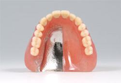 保険の入れ歯と自由診療の入れ歯の違い